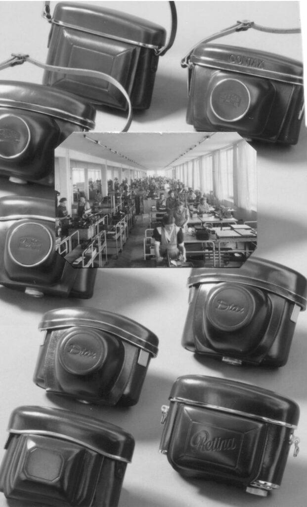 Nach dem Zweiten Weltkrieg ergaben sich sehr viele Chancen, man musste nur aufmerksam genug sein. Hepco erkannte, dass die Fotoindustrie zu diesen Chancen gehörte und stellte mit Hepco stellte bereits in den vierzigern kompakte Kamerataschen her, wie sie auf diesem Bild zu sehen sind. In der Mitte befindet sich eine Aufnahme mit Hunderten Mitarbeitern, die diese Fototaschen herstellten.